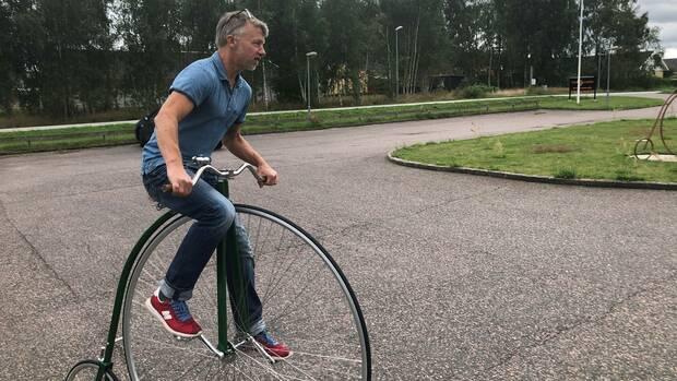 Per-Olof Kippel on a high bike.